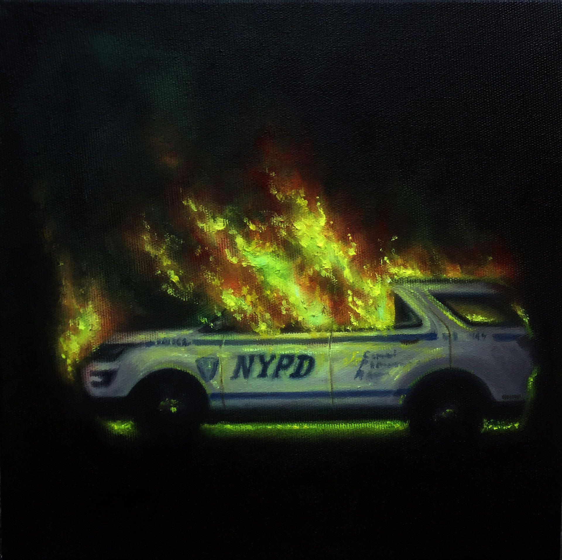 A pintura mostra a imagem de um carro policial incendiado, sobre fundo preto a luz emana do fogo, o carro é de cor azul e branco, pode se ler as siglas NYPD na porta do carro, a pintura faz alusão às manifestações e protestos populares em diversos lugares do mundo.